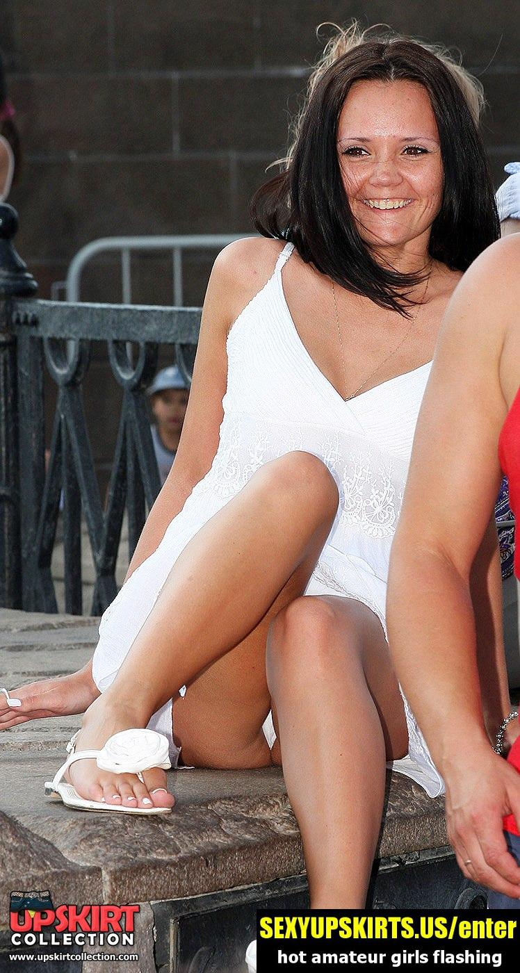 Girl shows ass up skirt in public - sexy upskirt photos